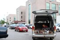 GÜZERGAH - Servis Minibüsünün Çarptığı Kızı İçin 30 Gündür Hastane Bahçesinde Kalıyor