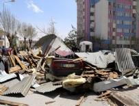 Şiddetli rüzgar üç ilde çatıları uçurdu
