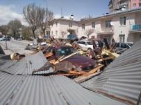 Sivas'ta Şiddetli Rüzgar Hayatı Felç Etti