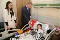 CUMHURIYET ÜNIVERSITESI - Vali Gül'den Hasta Çocuklara 23 Nisan Ziyareti