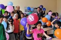 Yetim Çocuklara 'Kuruyemiş' Sürprizi