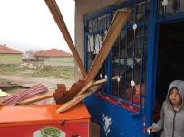 Yozgat'ta Şiddetli Rüzgar Çatıları Uçurdu