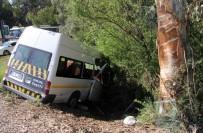 ÖĞRENCİ SERVİSİ - Adana'da Trafik Kazası Açıklaması 1'İ Ağır 13 Öğrenci Yaralı