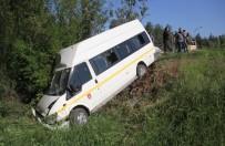 ÖĞRENCİ SERVİSİ - Adana'da Trafik Kazası Açıklaması 13 Öğrenci Yaralı