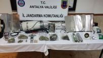 İL JANDARMA KOMUTANLIĞI - Apartman Dairesinde Uyuşturucu İçin Sera Kurdular