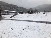 YıLDıZTEPE - Ilgaz'da Kayak Merkezinde Nisan Karı 10 Santimi Buldu