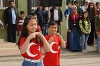 OKUL MÜDÜRÜ - İstiklal Marşı'na İşaret Diliyle Eşlik Ettiler