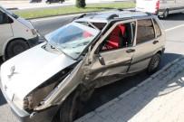 Öğretmenleri Taşıyan Servis İle Otomobil Çarpıştı Açıklaması3 Yaralı