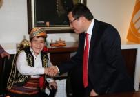 ÖĞRENCİLER - Rektör Kızılay, Koltuğunu Özel Çocuklara Devretti