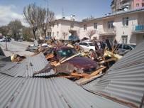 OKUL BİNASI - Sivas'ta Şiddetli Fırtına 100'Den Fazla Binanın Çatısını Uçurdu, 46 Araca Zarar Verdi