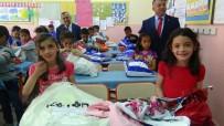 KARDEŞ OKUL - Türk Ve Suriyeli Çocuklara Kıyafet Yardımı