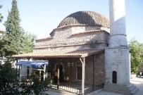 POLİS EKİPLERİ - Camide Namaz Kılan Adamın Çantası Çalındı