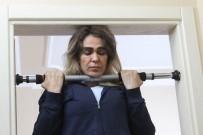 KARADERE - Eşinden Boşanan Survivor Nagihan 'Evde Kalmış' Kızı Oynuyor