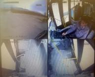 Halk Otobüsü Ve Tırın Çarpıştığı Kaza Kameralara Yansıdı