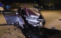 Konya'da Otomobil Elektrik Direğine Çarptı Açıklaması 1 Ölü, 1 Yaralı