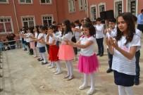 Minik Öğrenciler İşaret Diliyle Şarkı Söyledi