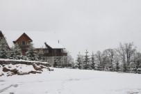 KAYAK MERKEZİ - Nisan Ayında Kartepe'de Kar Yağışı Ara Ara Devam Ediyor