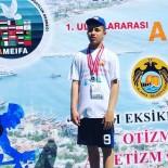 AHMET YESEVI - Otizmli Çocuk Madalya İle Döndü