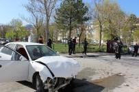 Otomobiller Kafa Kafaya Çarpıştı Açıklaması 3 Yaralı