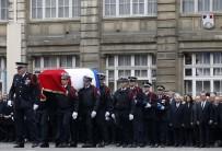 NİCOLAS SARKOZY - Şanzelize Caddesi'nde Ölen Polis Memuru Törenle Anıldı.