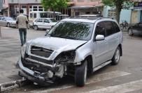 Sürücüsüz Traktör 4 Aracı Hurdaya Çevirdi