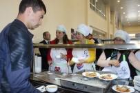 REKTÖR - Üniversite Öğrencilerinin Yemeğine Anne Eli Değdi