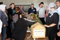 TÜRKİYE SAKATLAR KONFEDERASYONU - Zihinsel Engelli Müjdat Kurt Gözyaşları Arasında Toprağa Verildi