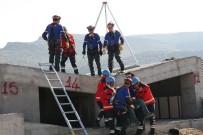 AZİZ YILDIRIM - Afyonkarahisar'da Helikopter Destekli Gerçeğini Aratmayan 'Deprem' Tatbikatı