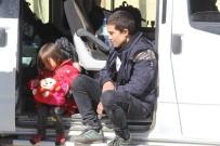 TABUR KOMUTANLIĞI - Başkale'de 16 Kaçak Mülteci Yakalandı