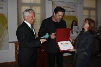 GÜNDOĞAN - Beyazıt Öztürk, Anadolu Üniversitesi'ndeki Ödül Törenine Katıldı