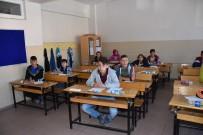 SOSYAL HİZMETLER - Dursunbey Belediyesi'nden Öğrencilere Sınav Seti