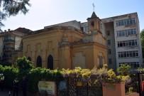 Kaynak, Fransız Kilisesinde İncelemelerde Bulundu