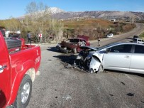 KURUCUOVA - Malatya'da Trafik Kazası Açıklaması 4 Yaralı
