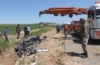 AYDIN DOĞAN - Mardin'de Tanker Otomobili Biçti Açıklaması 2 Ölü, 1 Yaralı