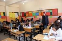 GÜVENLİK GÖREVLİSİ - Muş'ta TEOG Sınavının Birinci Oturum Başladı