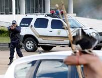 GÖZ YAŞARTICI GAZ - Polise oklarla direndiler