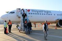 NURULLAH KAYA - Rusya'dan Gazipaşa Havalimanına İlk Charter Uçağı 189 Yolcuyla İndi