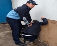 ZABITA MEMURU - Tacizciyi zabıta yakaladı!