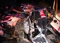 Tır İle Hafif Ticari Otomobil Kafa Kafaya Çarpıştı Açıklaması 1 Ölü