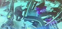 OTOBÜS ŞOFÖRÜ - Yol Ücretini Vermek İstemeyen Gençler Otobüs Şoförünü Bıçakladı