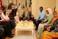 AFRİKALI - Afrikalı Öğrencilerden AİÇÜ Rektörü Karabulut'a Anlamlı Ziyaret