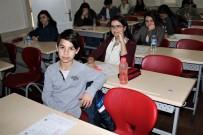 DİN KÜLTÜRÜ - Bursa'da Öğrenciler TEOG Sınavına Girdi, Veliler Dışarıda Dua Etti