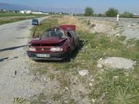 PAMUKKALE ÜNIVERSITESI - Denizli'de Kontrolden Çıkan Otomobil Takla Attı Açıklaması 1 Ölü, 2 Yaralı