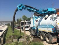 KANALİZASYON - Düzce'de Yan Yol Giderlerinde Temizlik Yapıldı