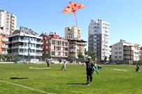 ÇALIŞAN ÇOCUKLAR - Konyaaltı Belediyesi'nden Uçurtma Şenliği