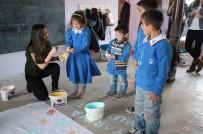 MARMARA ÜNIVERSITESI - Marmara Üniversitesi Öğrencilerinden Kitap Ve Malzeme Yardımı