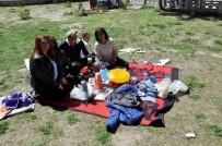 FEN BILIMLERI - Öğrenciler Sınavda Ter Dökerken Aileler Piknik Yaptı