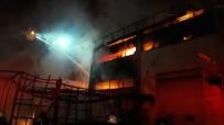 YUNUS EMRE - Sancaktepe'de Çıkan Yangında Fabrika Alev Alev  Yandı