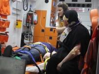 MUSTAFA İSMAIL - Viyadükte Asılı Kalan Tırın Sürücüsünü İtfaiye Kurtardı