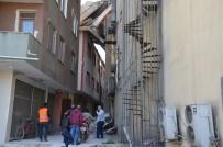 Yıkım Çalışması Sırasında Bina Çöktü